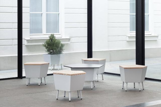 Table basse contemporaine / en mélèze / rectangulaire / de jardin …